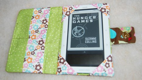 E-reader nook cover