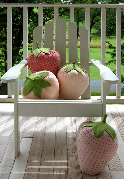 Strawberry pillow sewing tutorial