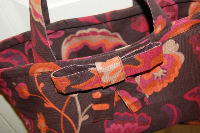 Place mat purse with an optional bow